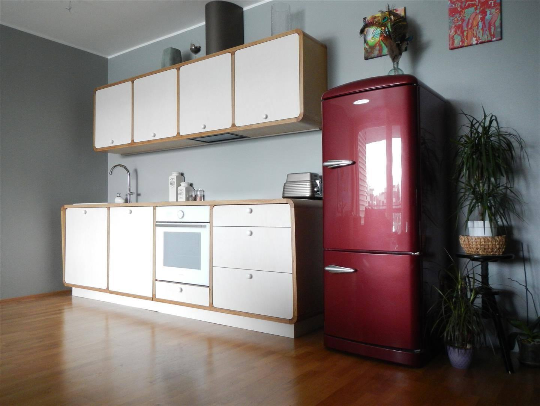 I-kujuline köök hinnanäidis
